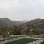 излаз из манастира и поглед ка Мокрој Гори